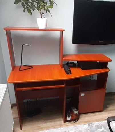 Biurko z półkami bardzo praktyczne