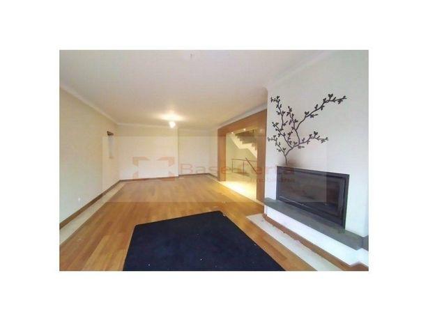 Albarraque - Sintra: Moradia T4 (360M2) Condomínio C/ Pis...