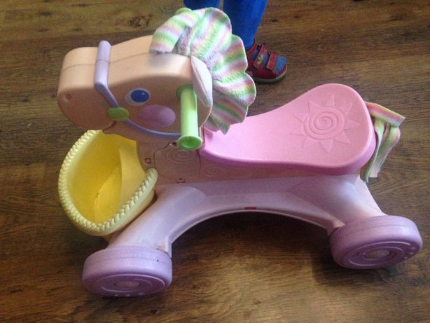 Jeździk Fisher Price konik interaktywny Pink Pony firmy Fisher Price