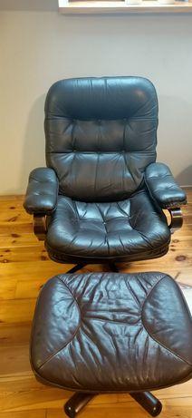 Fotel z podnóżkiem