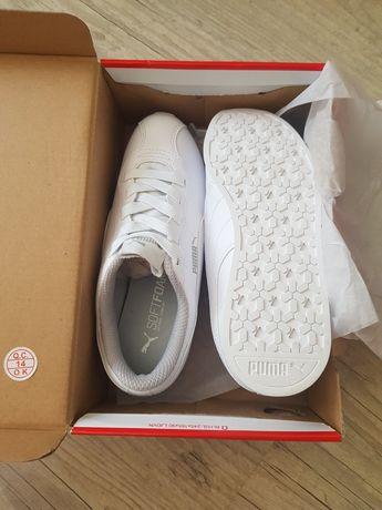 Новые кроссовки Белые