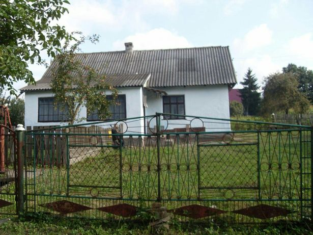 Продається будинок та земельна ділянка