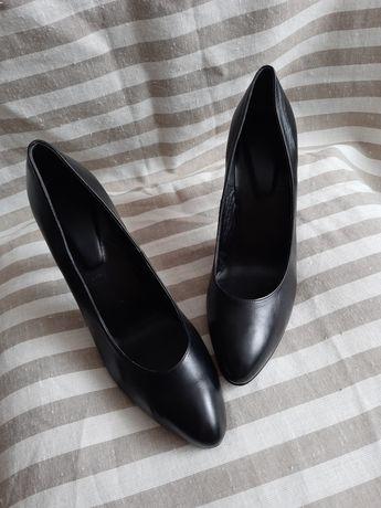 Шкіряні туфлі лодочки 40р. Кожаные туфли на каблуке