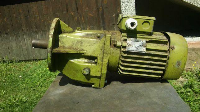 Motoreduktor,  silnik 3-fazowy, moc 0,55 kW, średnica osi fi 28 mm