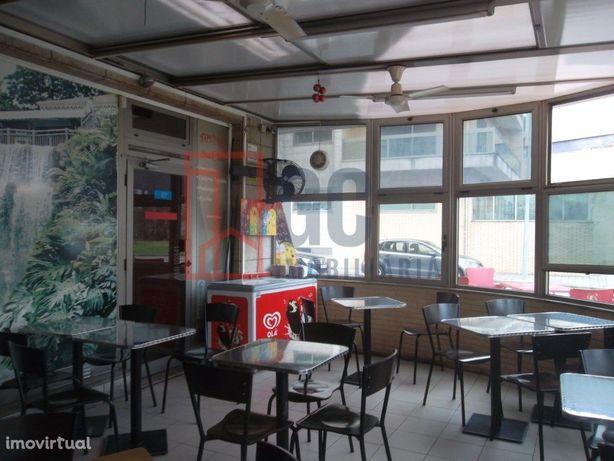 Café Snack-Bar com 3 frentes em Gandra