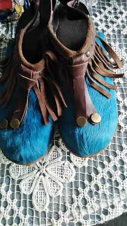 Sandálias socas azuis com franja