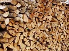 Sezonowane, łupane, grube szczapy drewno kominkowe/opałowe