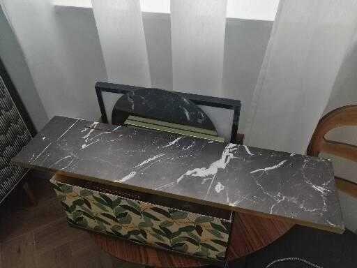 Nowa Półka z lustrem Marble Black Velvet Atelier