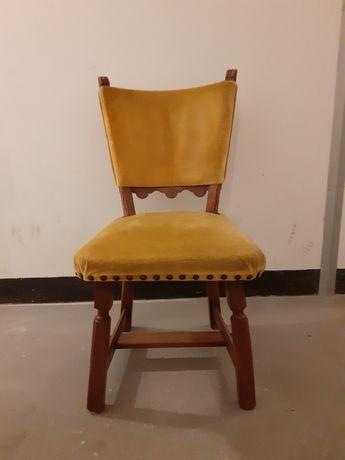 Drewniane tapicerowane krzesła do renowacji