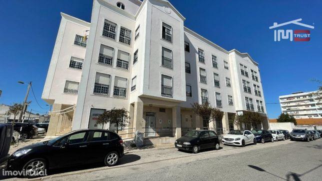 Loja 75m2 Montijo c/ Cozinha, 2 Wcs, Despensa, Balneário