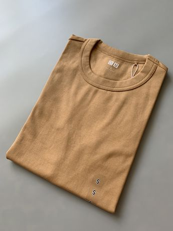 Базовая футболка Uniqlo U кемел, размер S