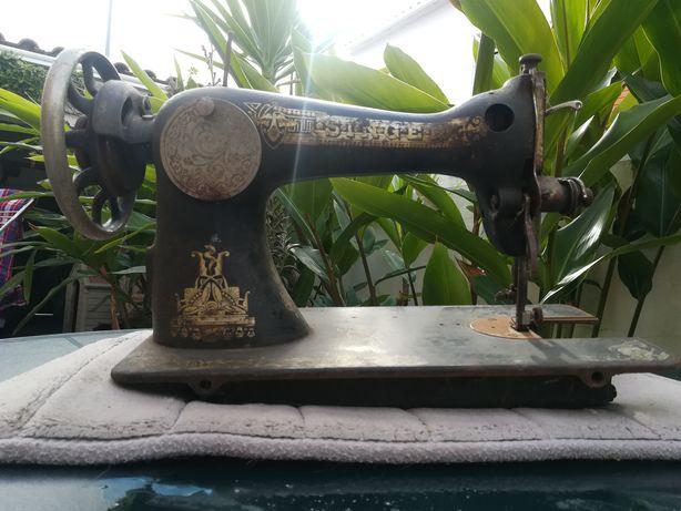 Máquina de costura muito antiga Singer