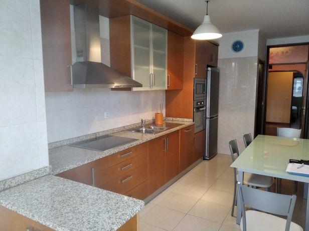 Alugo Apartamento T3 (a 500 metros da Bosch)