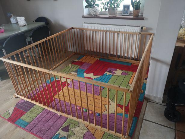 Drewniany kojec dla dziecka