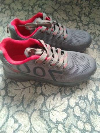 кросівки підліткові на хлопця 39розмір