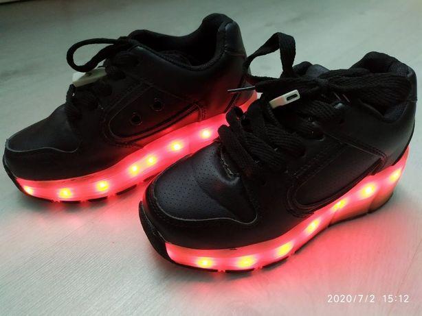 Кроссовки с LED режимом и роликом