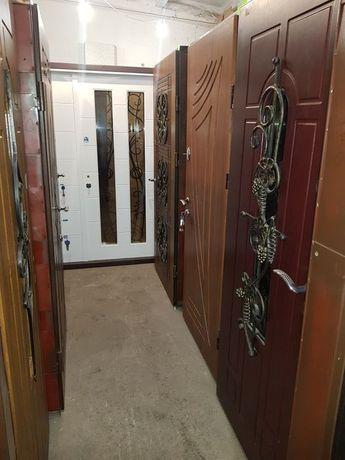 Зі Складу вхідні металеві двері в квартиру вуличні для будинку котеджа