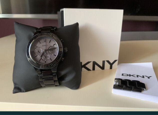 Часы DKNY черные