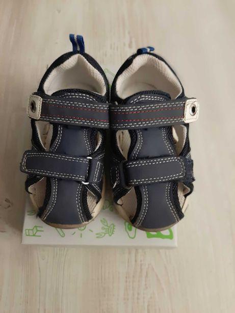 Buty dla dziecka sandały Bobbi schoes