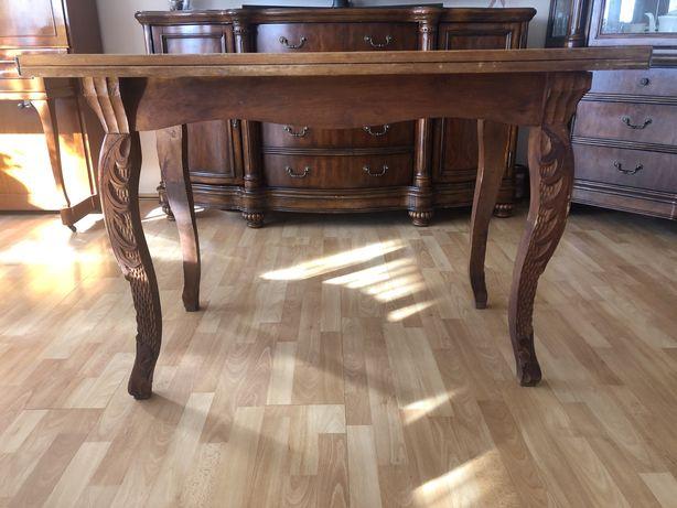 Stół rzezbiony