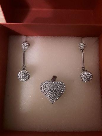 Komplet biżuterii srebrnej z kryształkami - kolczyki+zawieszka