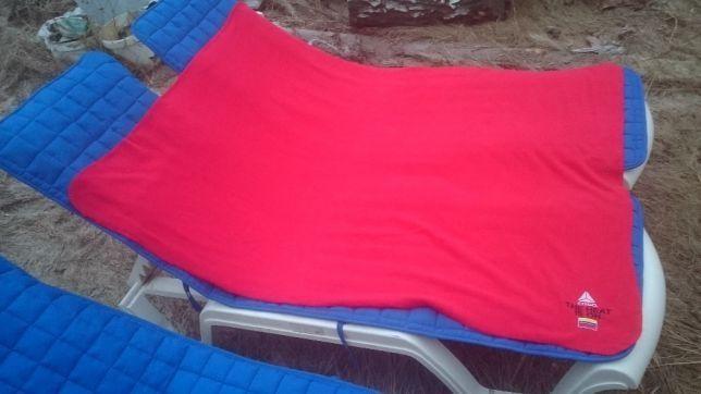 Покрывало флисовое красного цвета 160х120 см, новое в упаковке