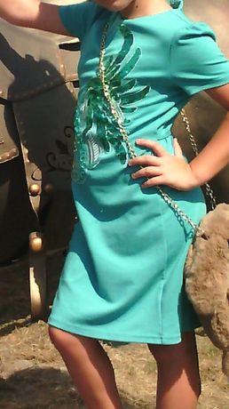 продам платье на девочку 8,9,10 лет