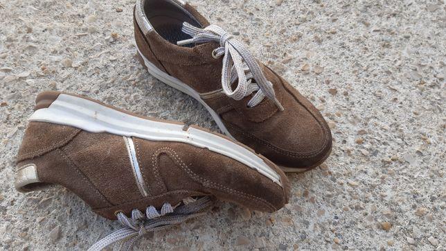 Sapato desportivo em pele