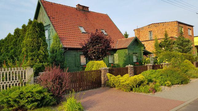 Sprzedam drewniany dom z pięknym ogrodem