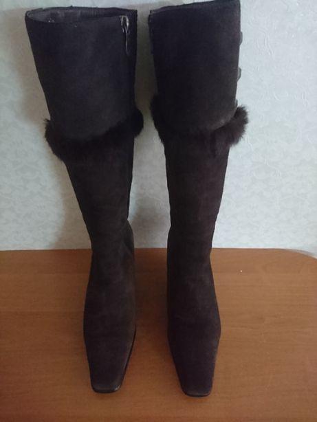 Сапоги зимние замшевые.Размер 39.Цвет темно коричневый.