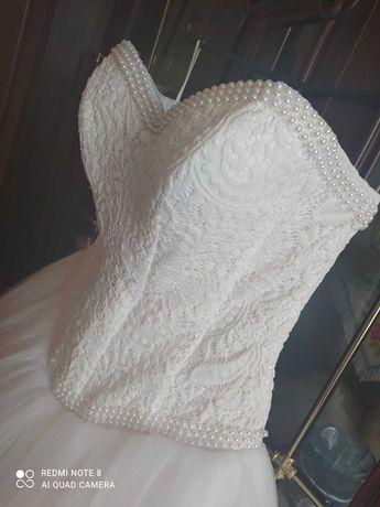 Весільна сукня р.42