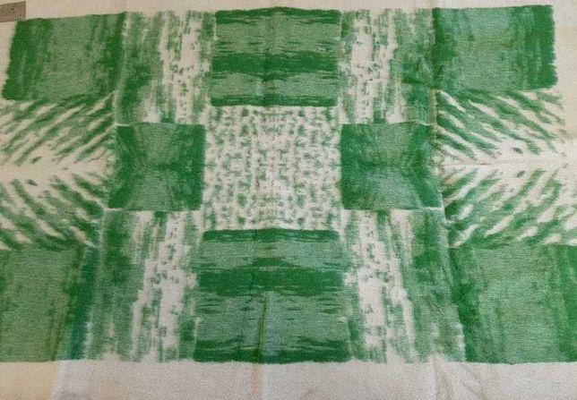 Продам шерстяное жаккардовое верблюжье одеяло СССР 140х205