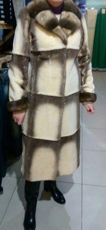 Шуба из меха норки и бобра кремового цвета.48-50р