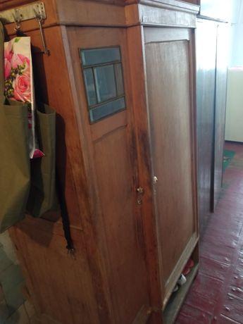Старый шкаф на дрова или пользование.