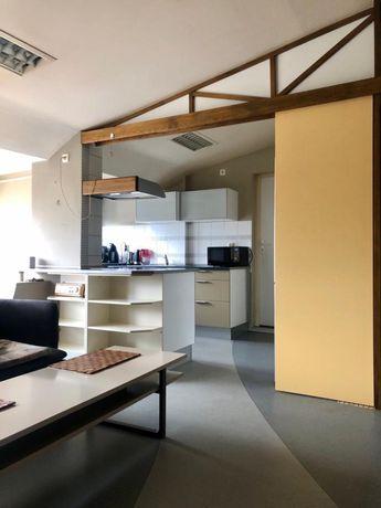 Atrakcyjne mieszkanie z balkonem i garażem