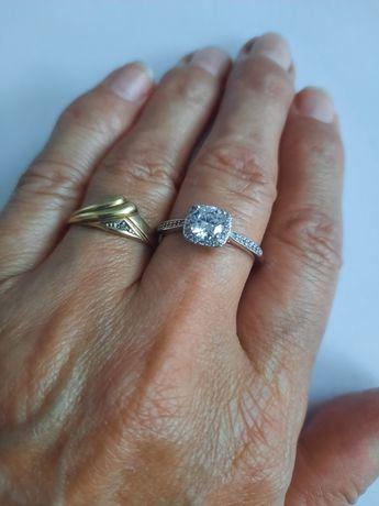 Pierścionek srebrny #10 z kwadratowym oczkiem