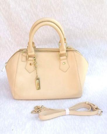 Бежевая сумка саквояж не DKNY