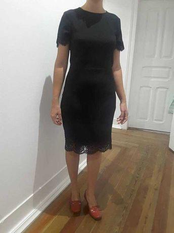 Vestido Liso com Aplicações de Renda H&M