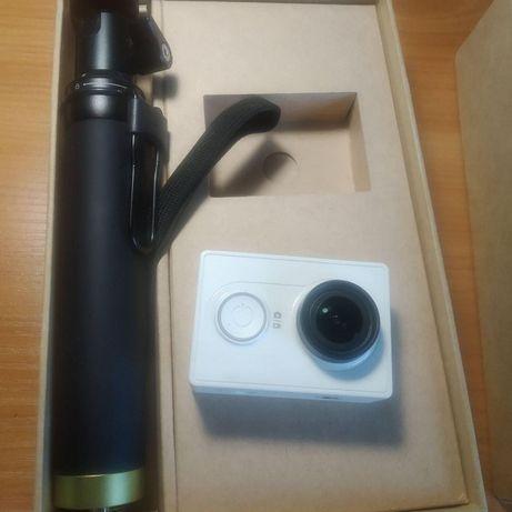 Экшн-камера YI Sport White + Selfie Stick