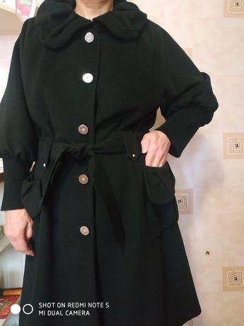 Продам пальто демисезонное, 48 размер,несколько раз одевалось