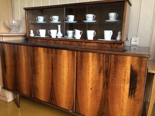Drewniany kredens PRL