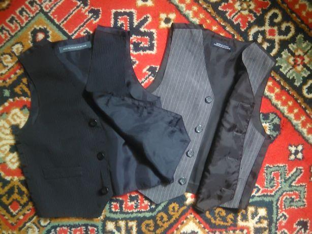 жилетка костюмна на 3-4 роки