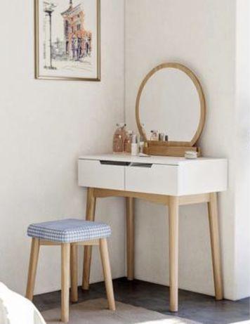 Nowa toaletka biala na dębowych nogach z lustrem i taboretem