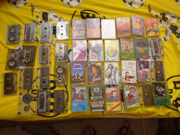 Zestaw 19 kaset magnetofonowych widocznych na foto różni wykonawcy