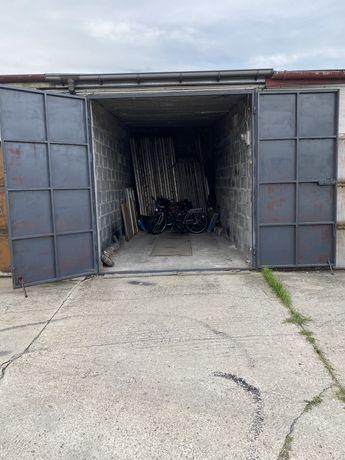 Sprzedam duży garaż