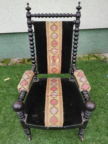 stary fotel tron w stylu Napoleona III