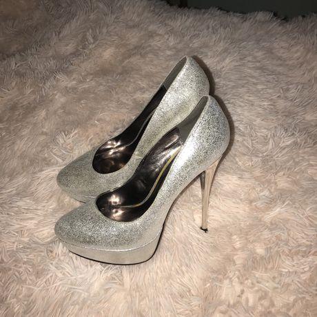 Серебрянные туфли на шпильке Centro