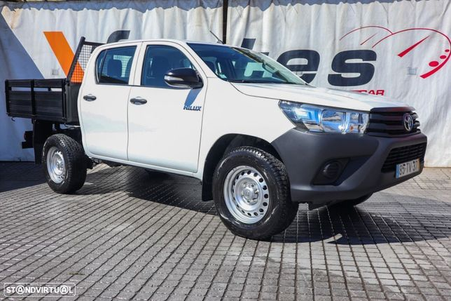 Toyota HILUX  4X2  5 LUGARES