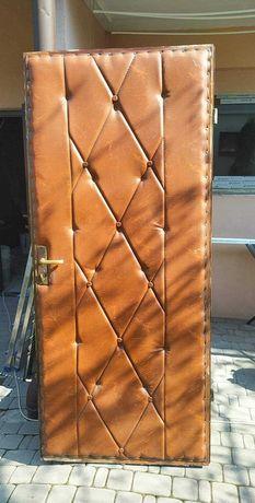 Drzwi drewniane brązowe