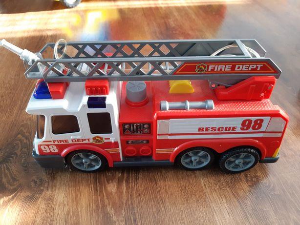 Duży wóz strażacki